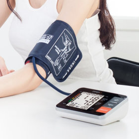[VitaGRAM] Automatic electronic blood pressure monitor / PG-800B11 / saves up to 90 results /
