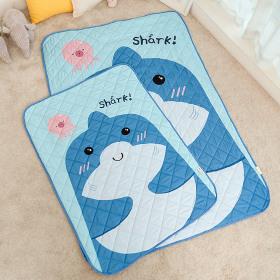 Waterproof mattress topper / mattress pad / blanket / quilted / for kids /
